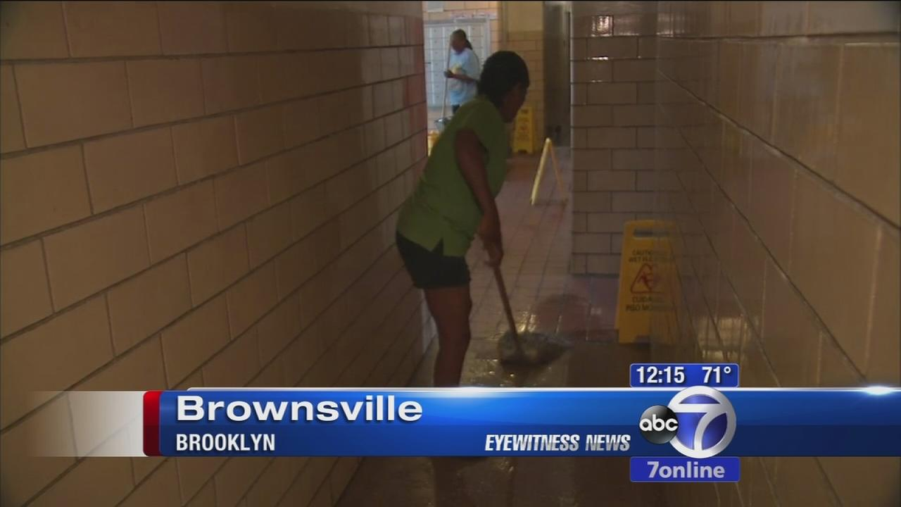 Pipe bursts, flood Brownsville apartment building