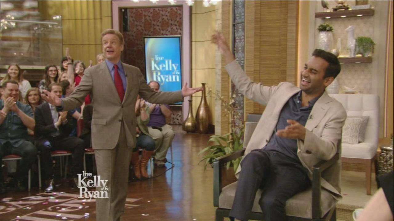 Sandy Kenyon surprises Aziz Ansari on LIVE