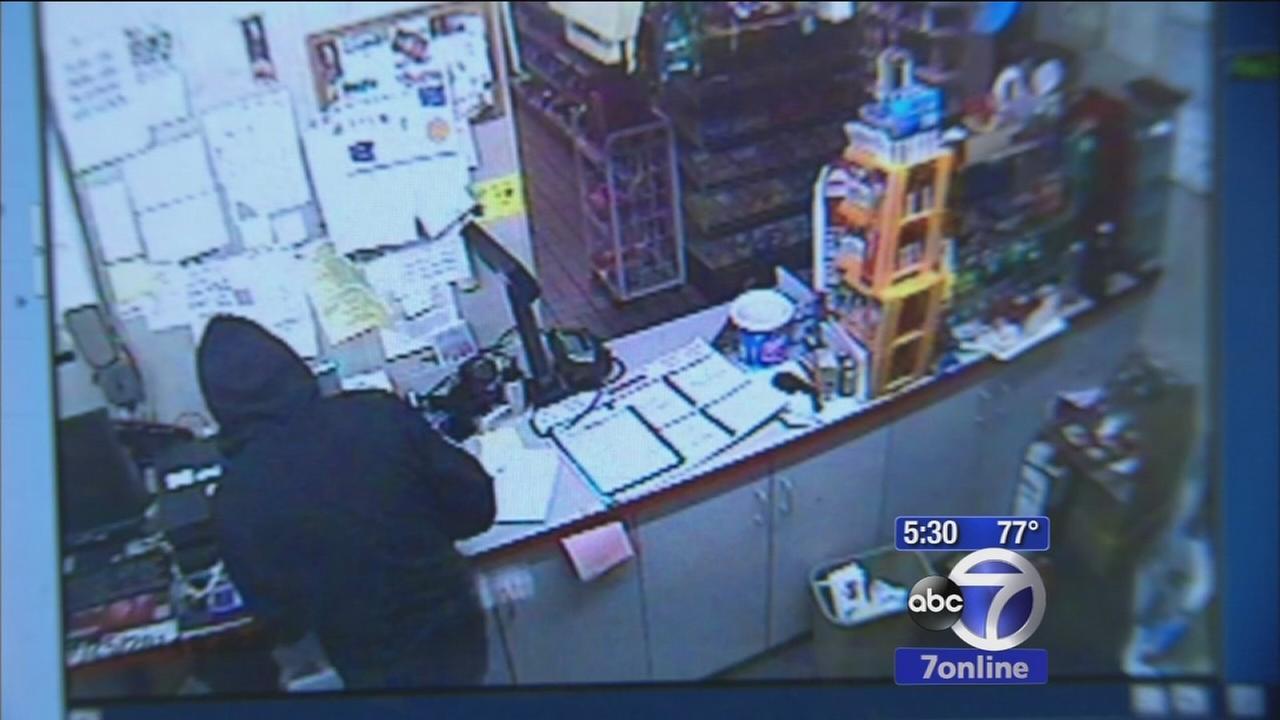 Police search for possible serial burglar in NJ