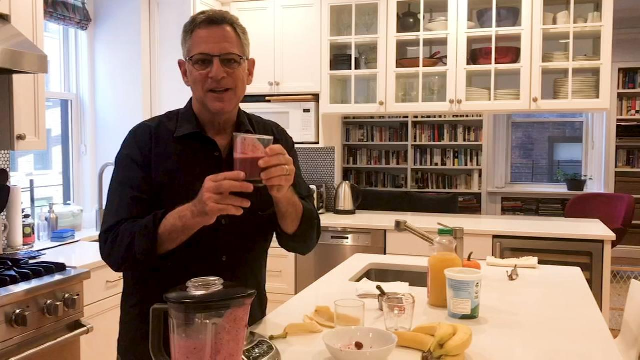 Bill Ritter makes his berry good smoothie