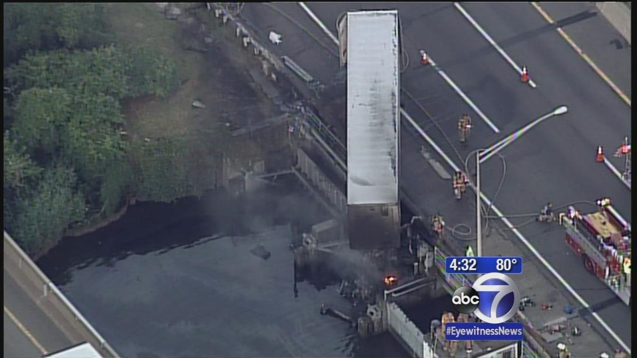Tractor trailer crashes on NJ Turnpike