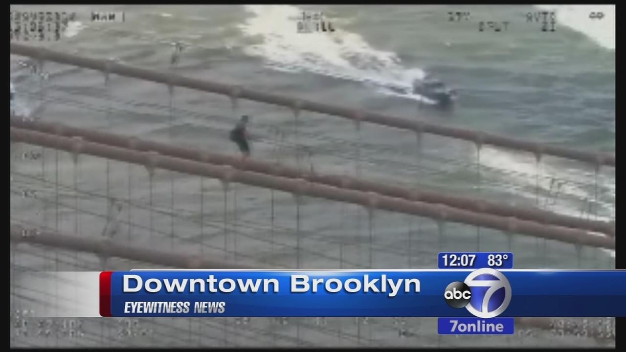 Man arraigned for trespassing after climbing Brooklyn Bridge