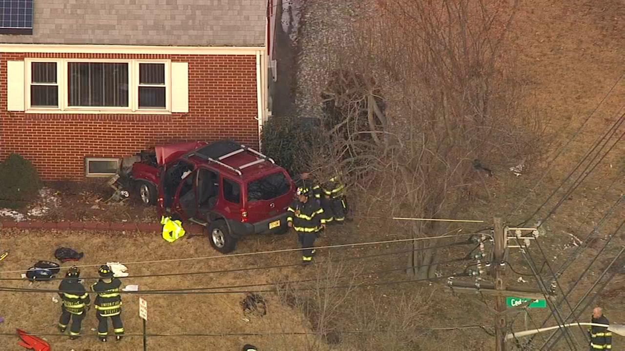 SUV crashes into house in Union injuring 8