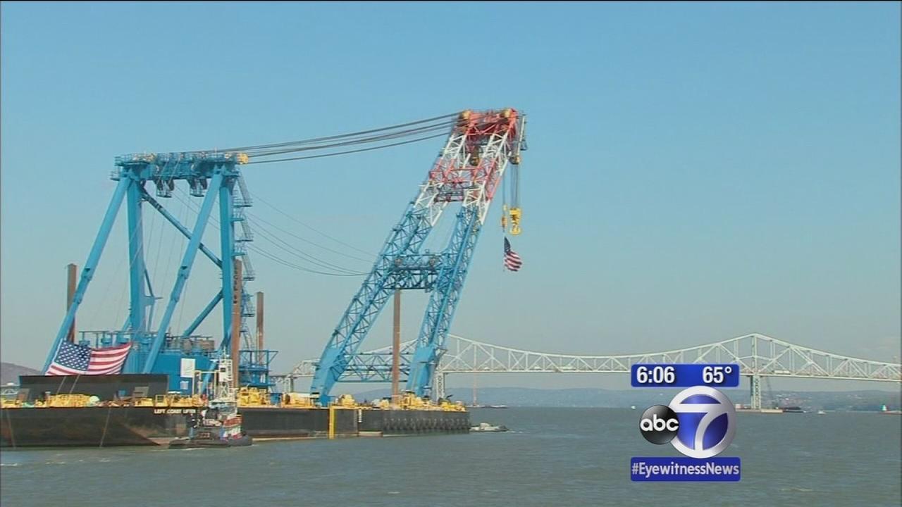 Huge floating crane brought in for Tappan Zee Bridge construction