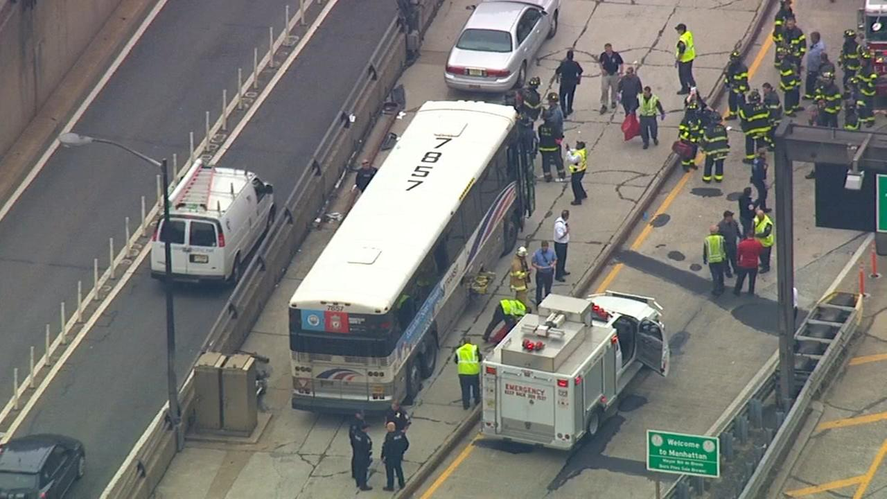FDNY: 31 people injured when 2 buses collide exiting Lincoln Tunnel