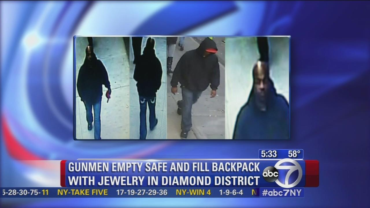 Polcie still looking for suspects in armed jewelry heist