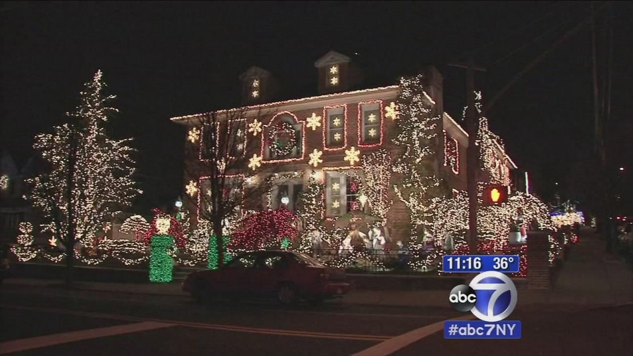 Dyker Heights neighborhood goes all out with holiday decorations
