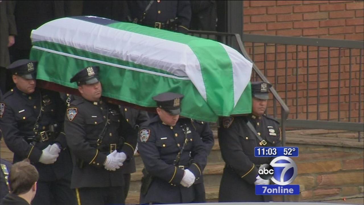 Funeral held for Detective Wen Jian Liu; some officers turn backs on mayor