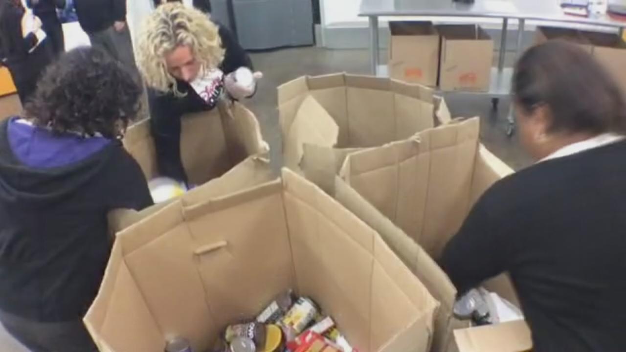 Disney VoluntEARS help at NY food bank