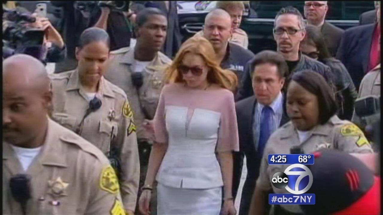 Lindsay Lohan begins community service in Brooklyn