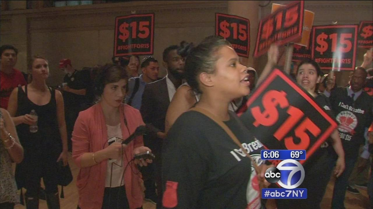 Fast food workers rally for higher minimum wage