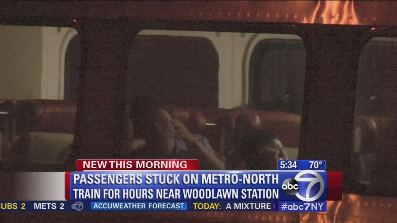 Passengers staranded on powerless Metro-North train