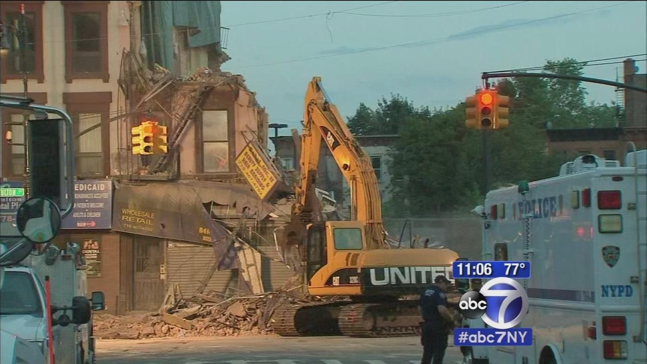 Investigation into building collapse in Brooklyn, 3 hurt
