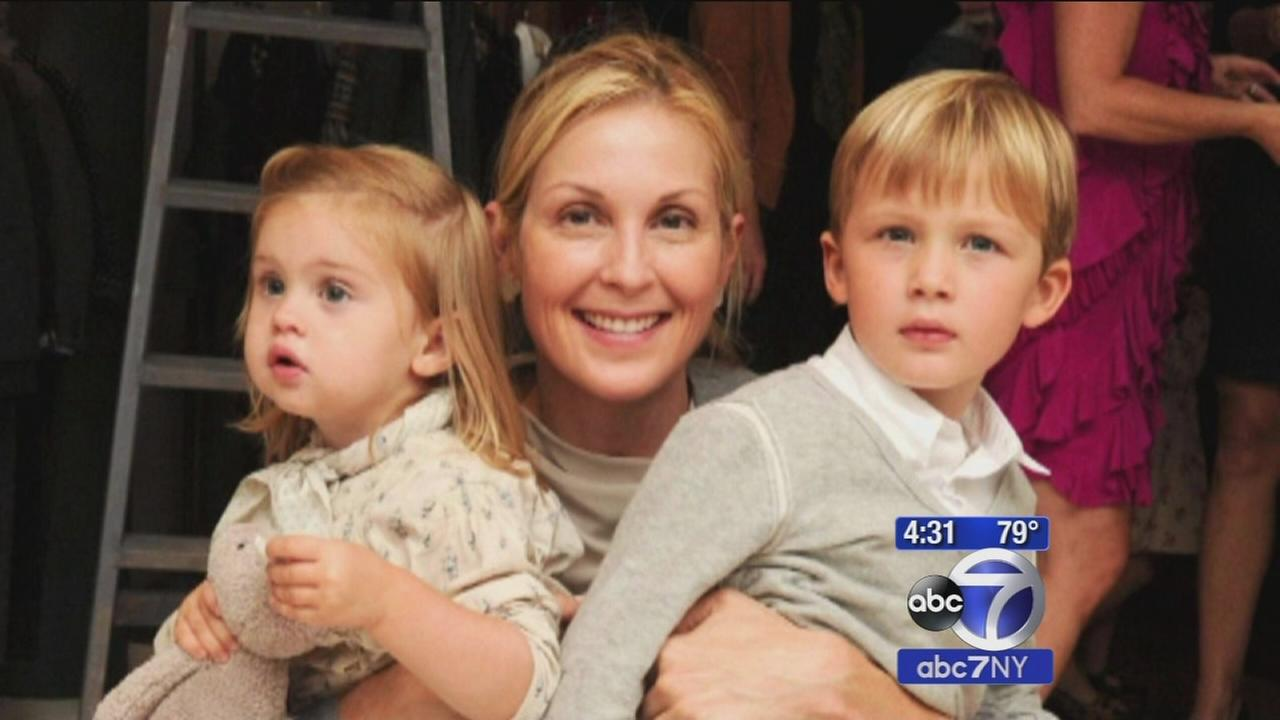 Kelly Rutherford loses custody of 2 children