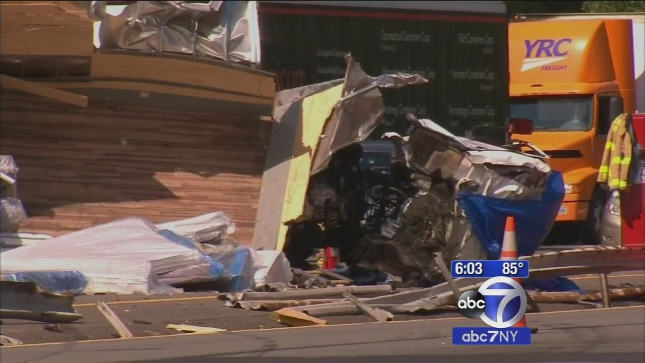 2 killed in multi-vheicle crash on i-287 involing tractor trailer