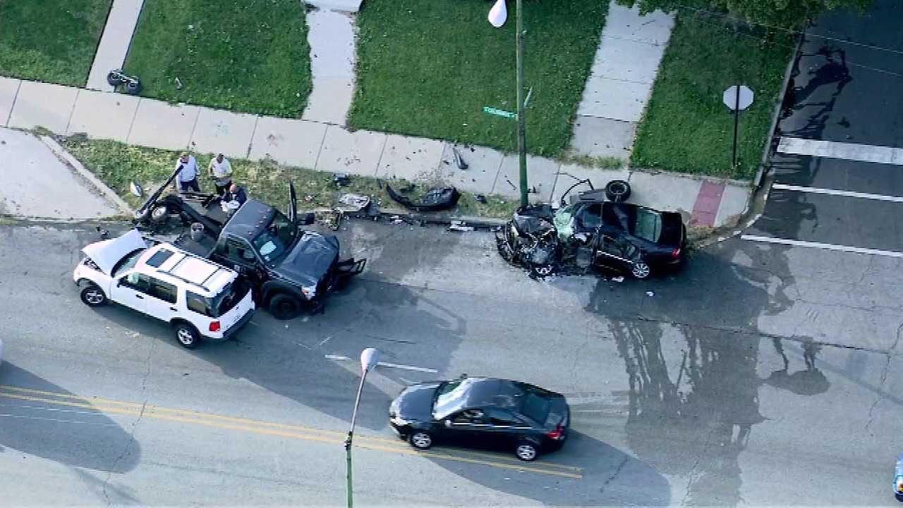 3 hospitalized after crash in Southwest Side