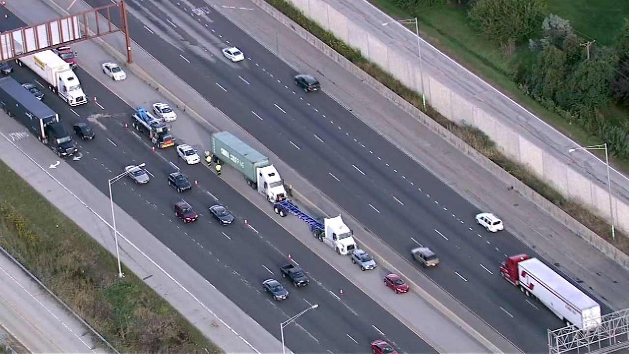 2 semi-trucks involved in I-55 crash near Darien