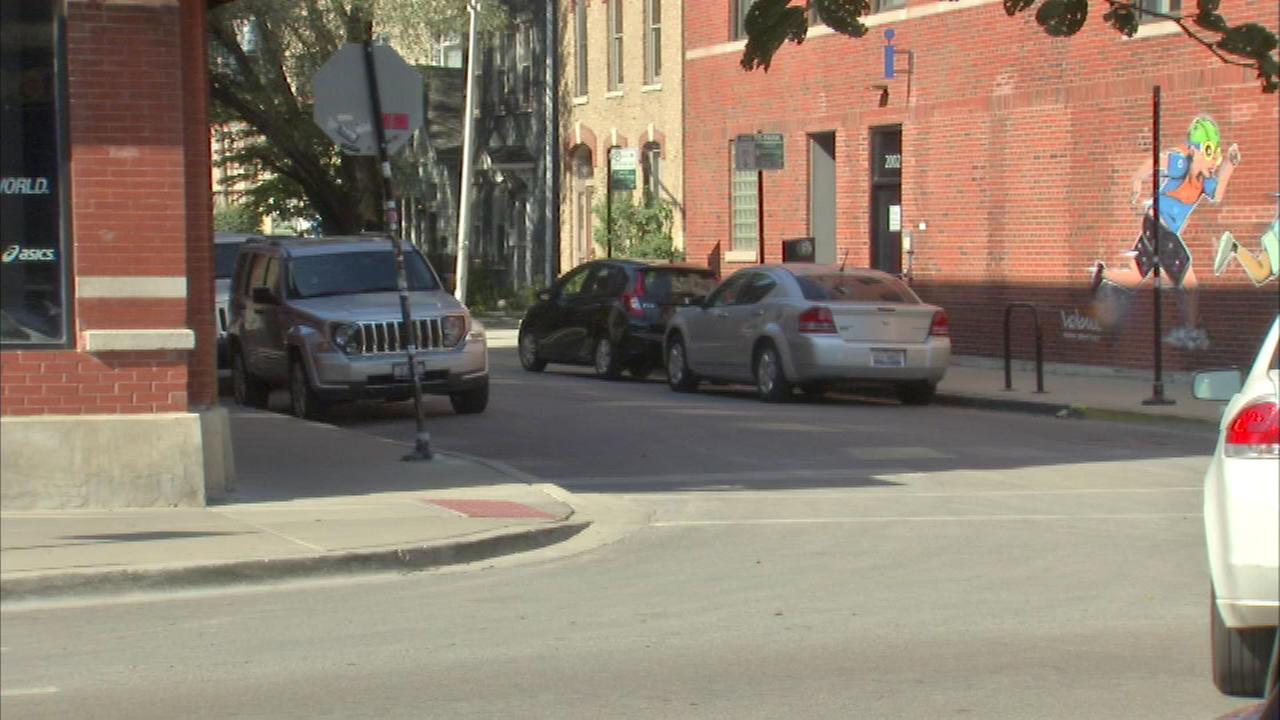 Man shot in face in Bucktown robbery