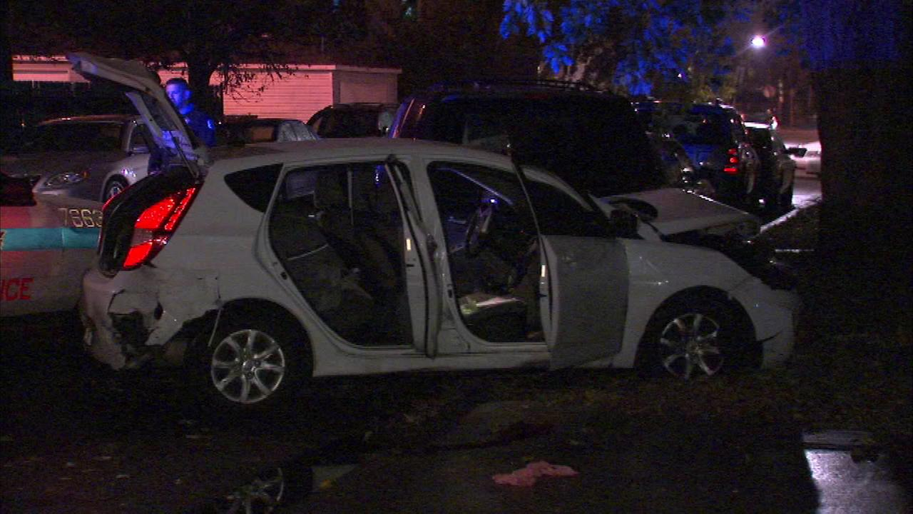 Officers injured after following car that crashed in Northwest Side