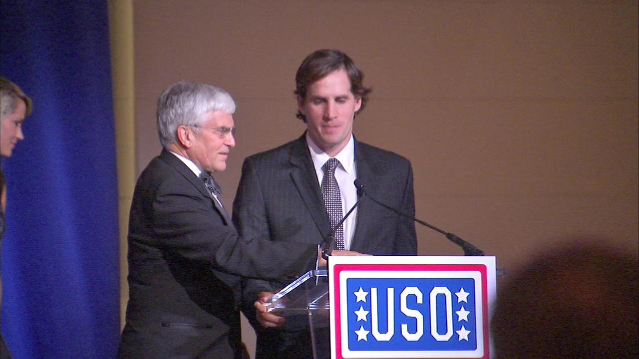 The USO of Illinois presented Major Scott Smiley with the Angel Harvey Heart of a Patriot award at its annual gala at the Field Museum.