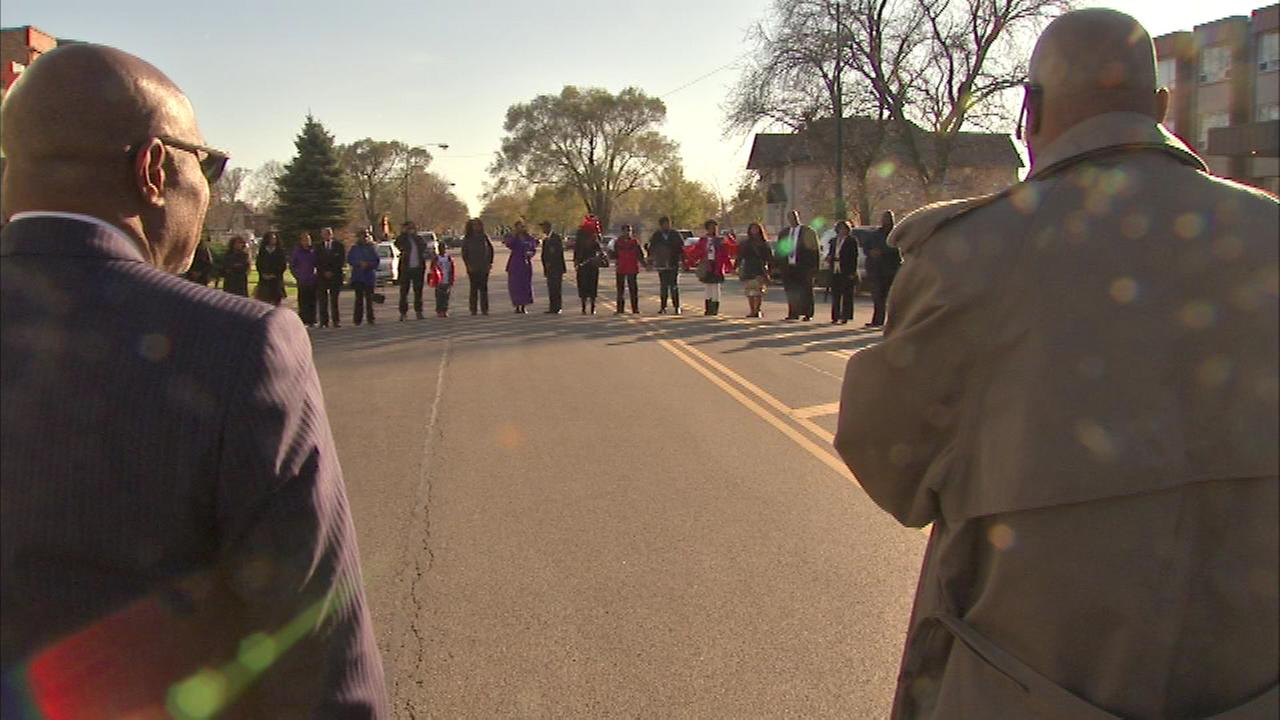 A prayer circle Sunday was held on Chicagos South Side in an effort to stop the violence in the city.