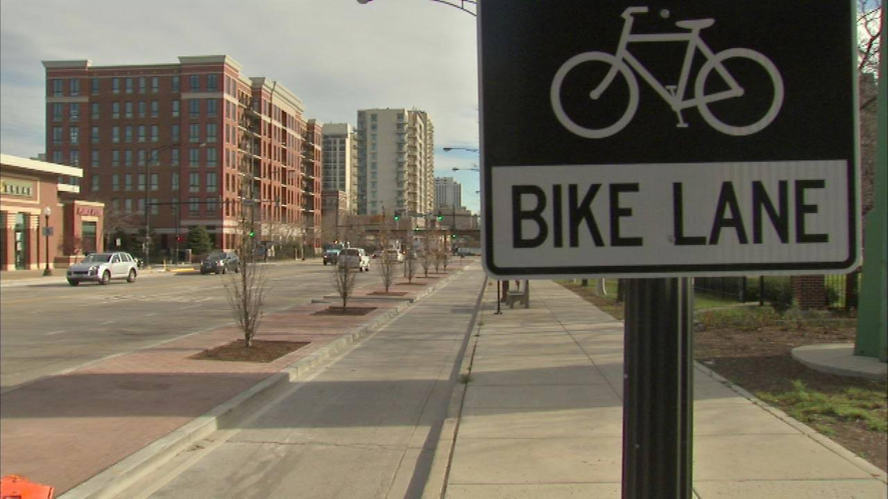 New bike lane opens along Clybourn between North and Division