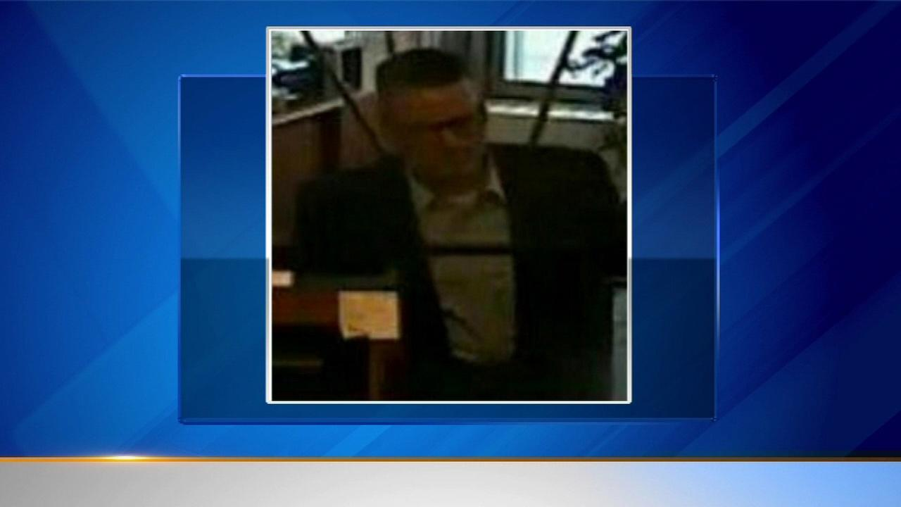 Police search for suspect in Garfield Ridge bank robbery