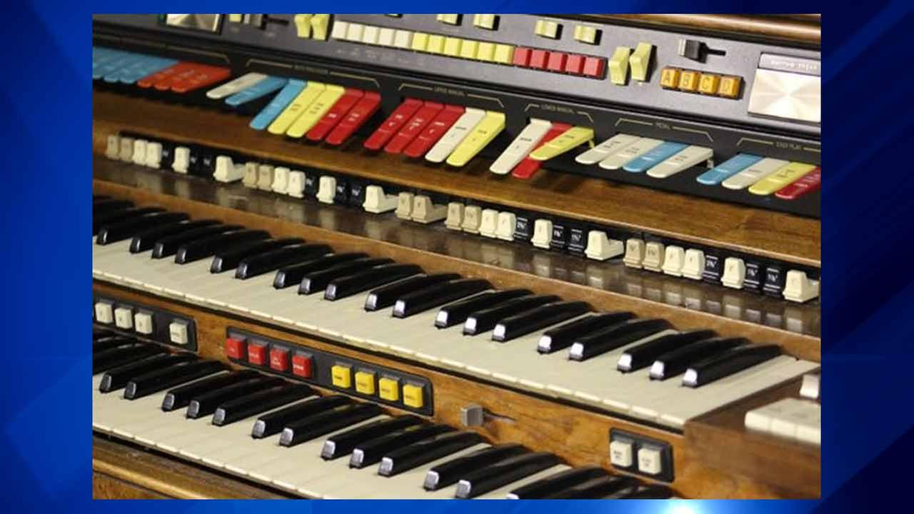 White Sox organ for sale at team's holiday garage sale
