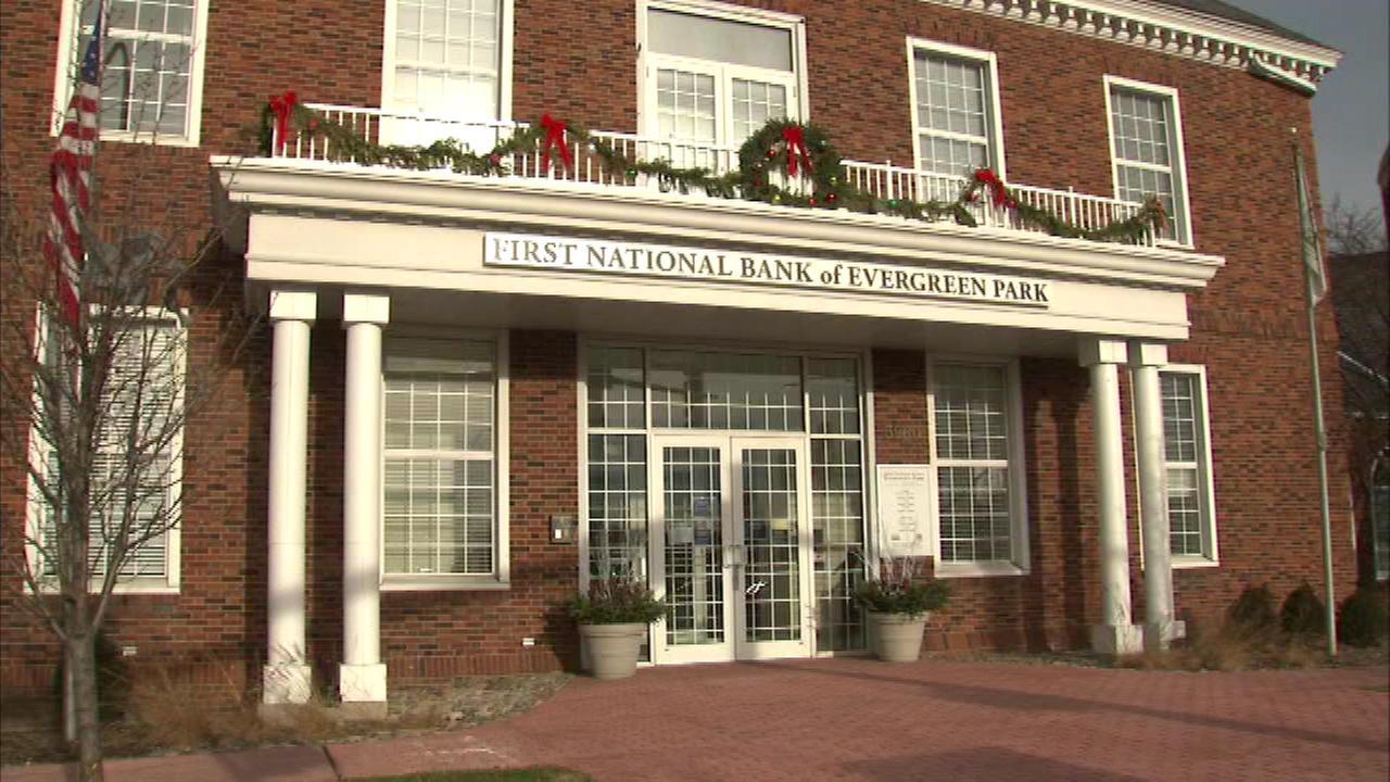 Man robs bank in Evergreen Park bank, FBI says