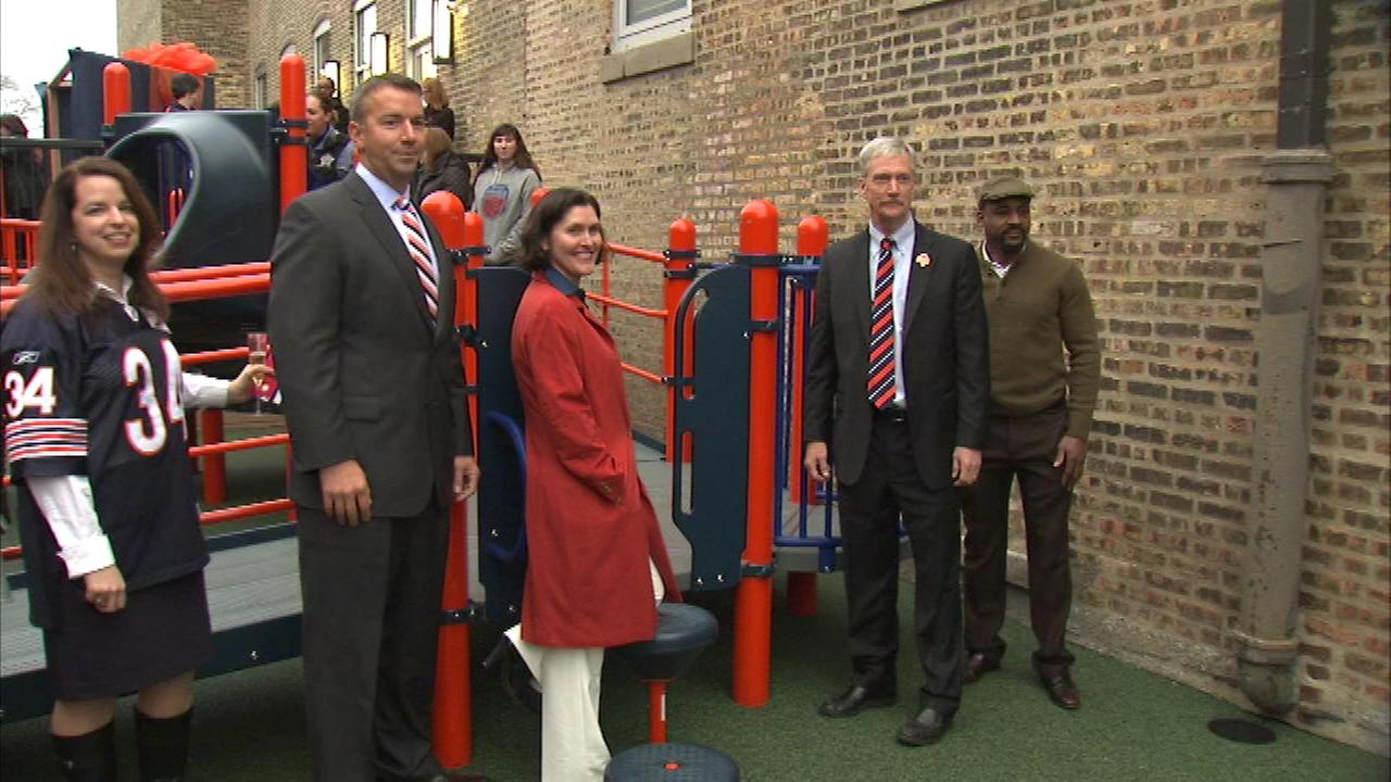 Chicago Bears help dedicate playground at domestic violence shelter