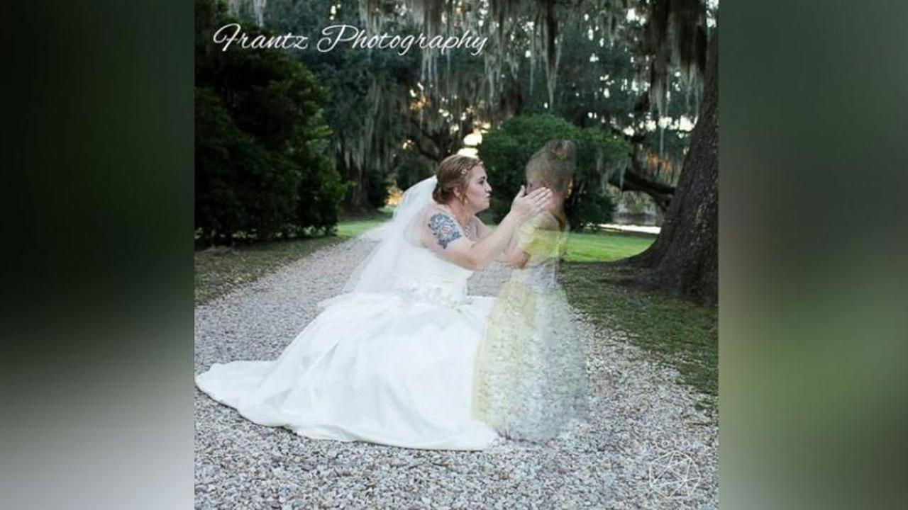 Mom honors late daughter with wedding day photo