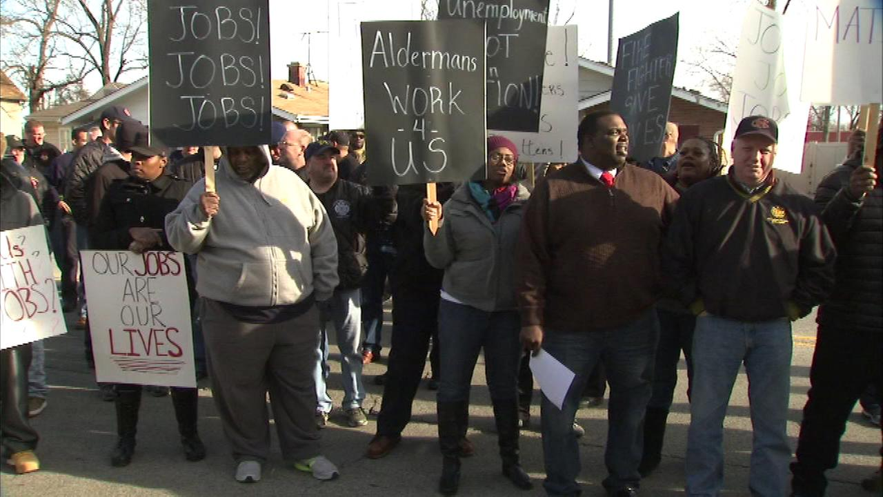 Protesters call for removal of suburban alderman Lamont Brown