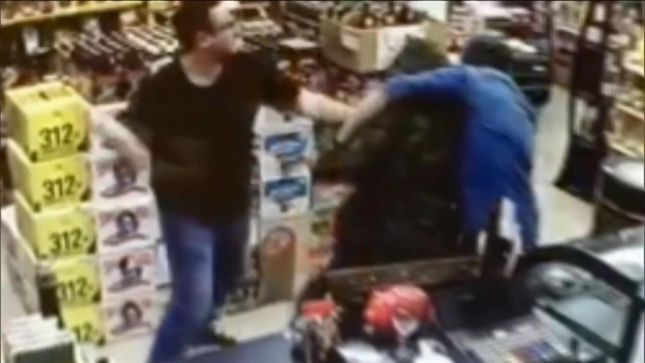 A Chicago man and his friend helped fight off an armed robber in Florida.