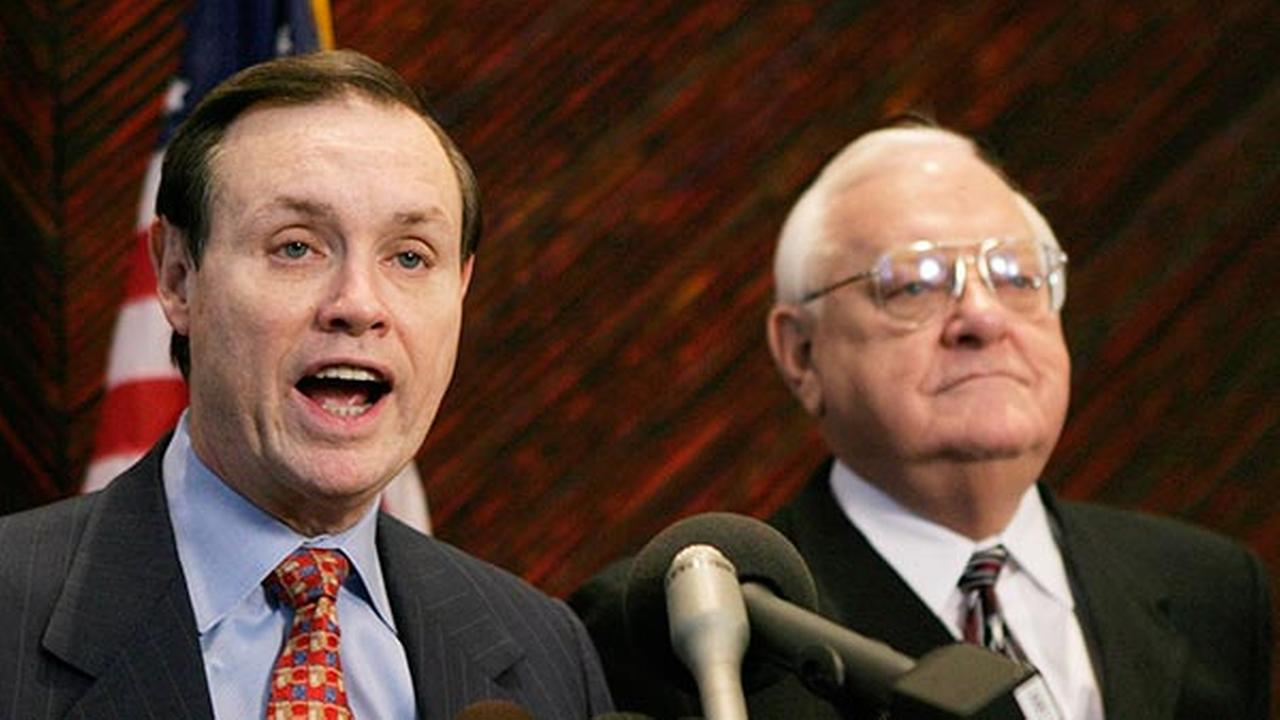 FILE - This Dec. 23, 2003 file photo shows Dan Webb, left, attorney for former Illinois Gov. George Ryan, right, during a news conference in Chicago.