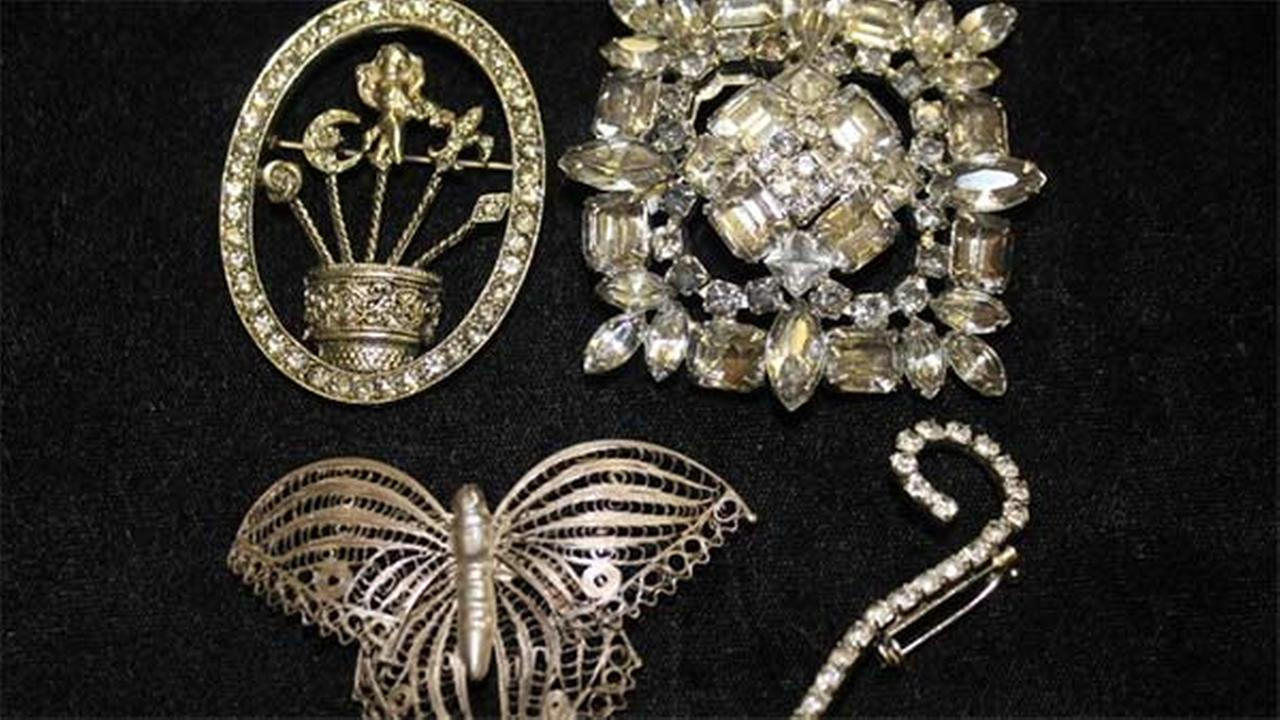 Jewelry for sale in the Illinois Treasurers online unclaimed property auction.