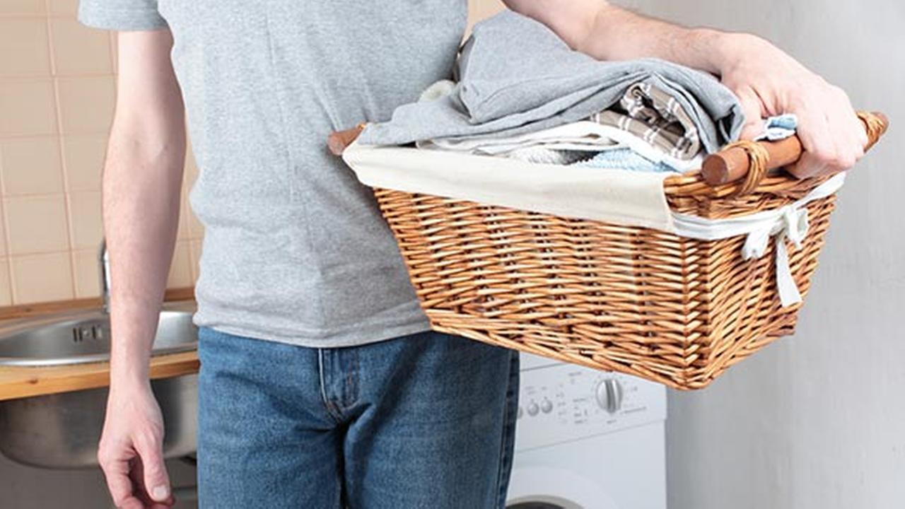 Naked Break-in: Bare burglar sneaks into home to do laundry
