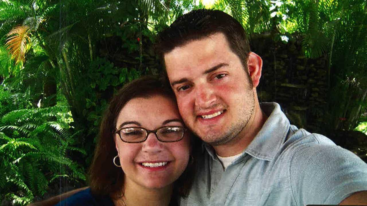 Theresa Swenson (left) and her husband, Aaron Swenson (right), who was killed in a crash in 2012.