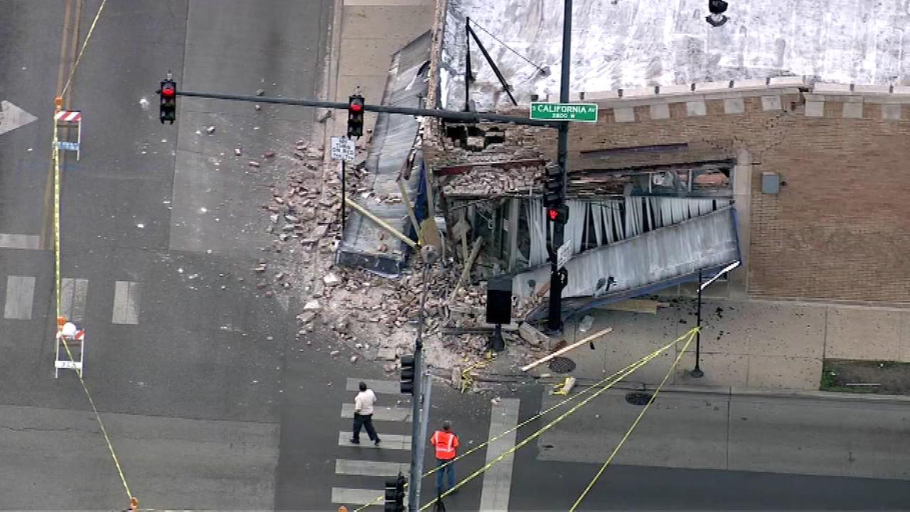 Building collapse closes part of West 55th Street in Gage Park