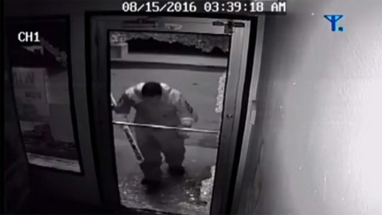 Video shows 2 in hockey gear steal beer from Canadian store