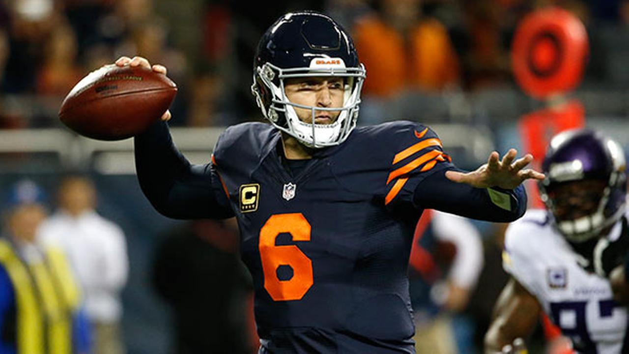 Chicago Bears quarterback Jay Cutler (6) throws against the Minnesota Vikings during the first half of an NFL football game in Chicago, Monday, Oct. 31, 2016.