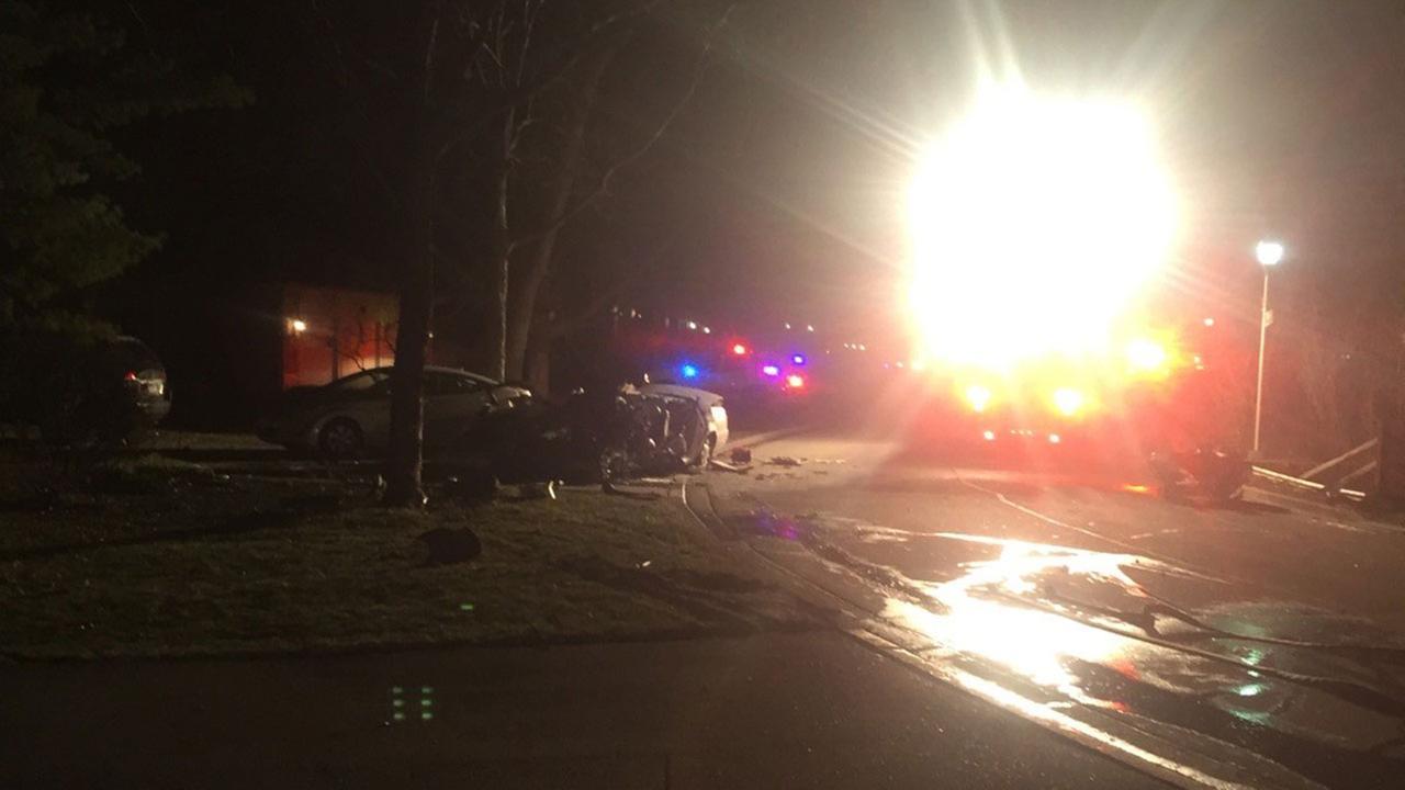 Man injured in West Chicago crash