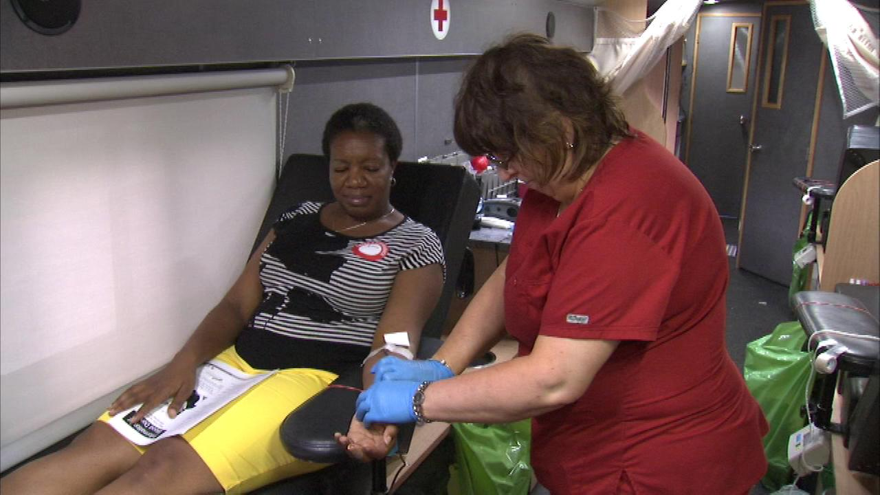 Chicagoans rolled up their sleeves for a good cause, donating blood to the American Red Cross.