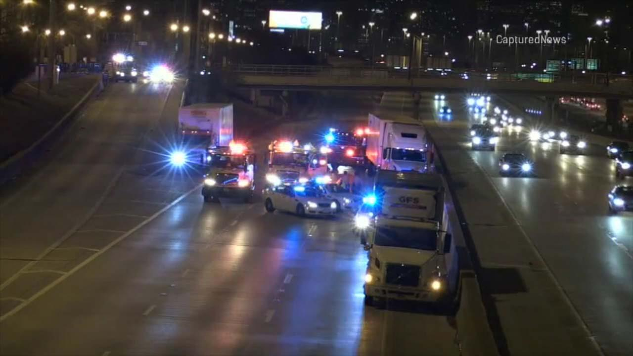 Truck driver struck, killed on Dan Ryan near 31st Street, outbound local lanes re-opened