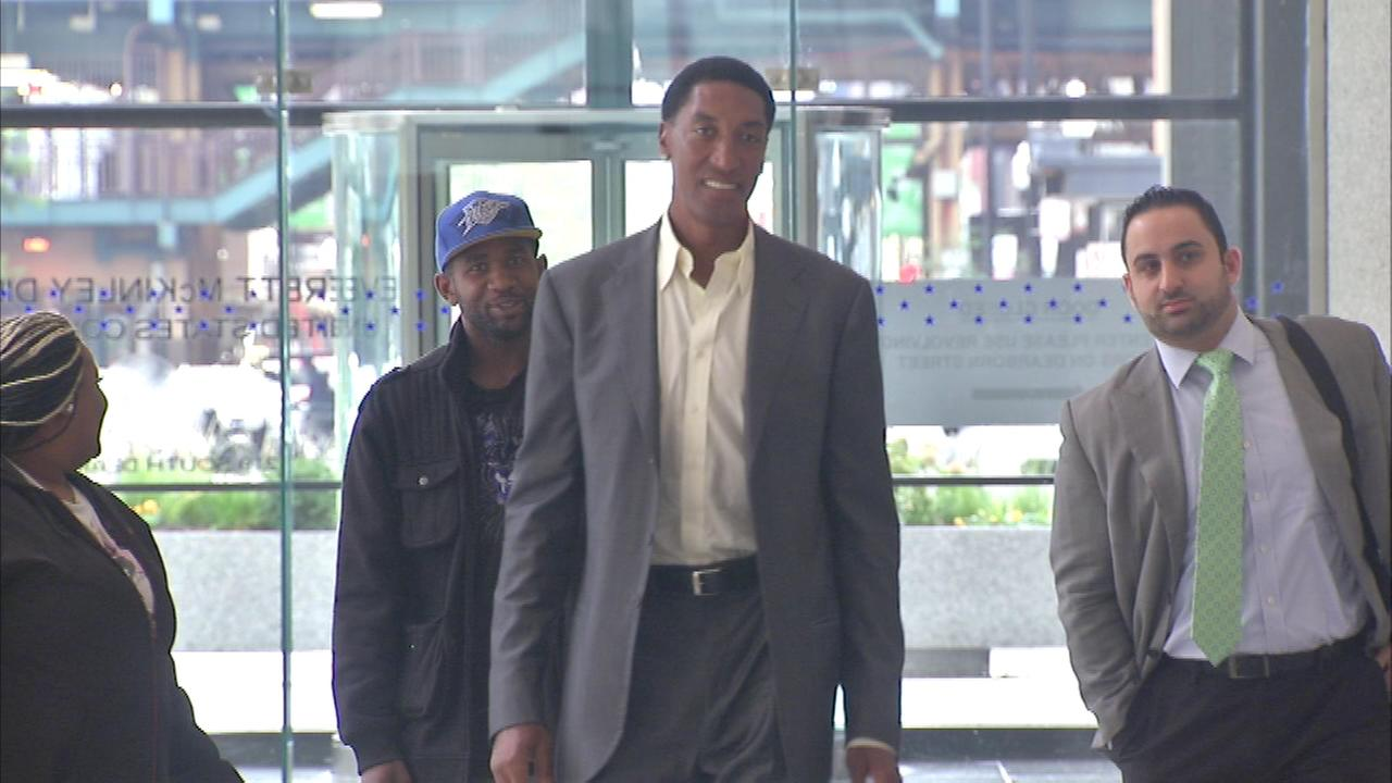 Former Chicago Bull Scottie Pippen has taken the stand for the government in a bank-fraud trial.