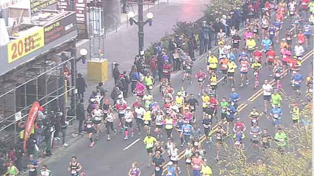 A view of Chicago marathon runners along State Street.