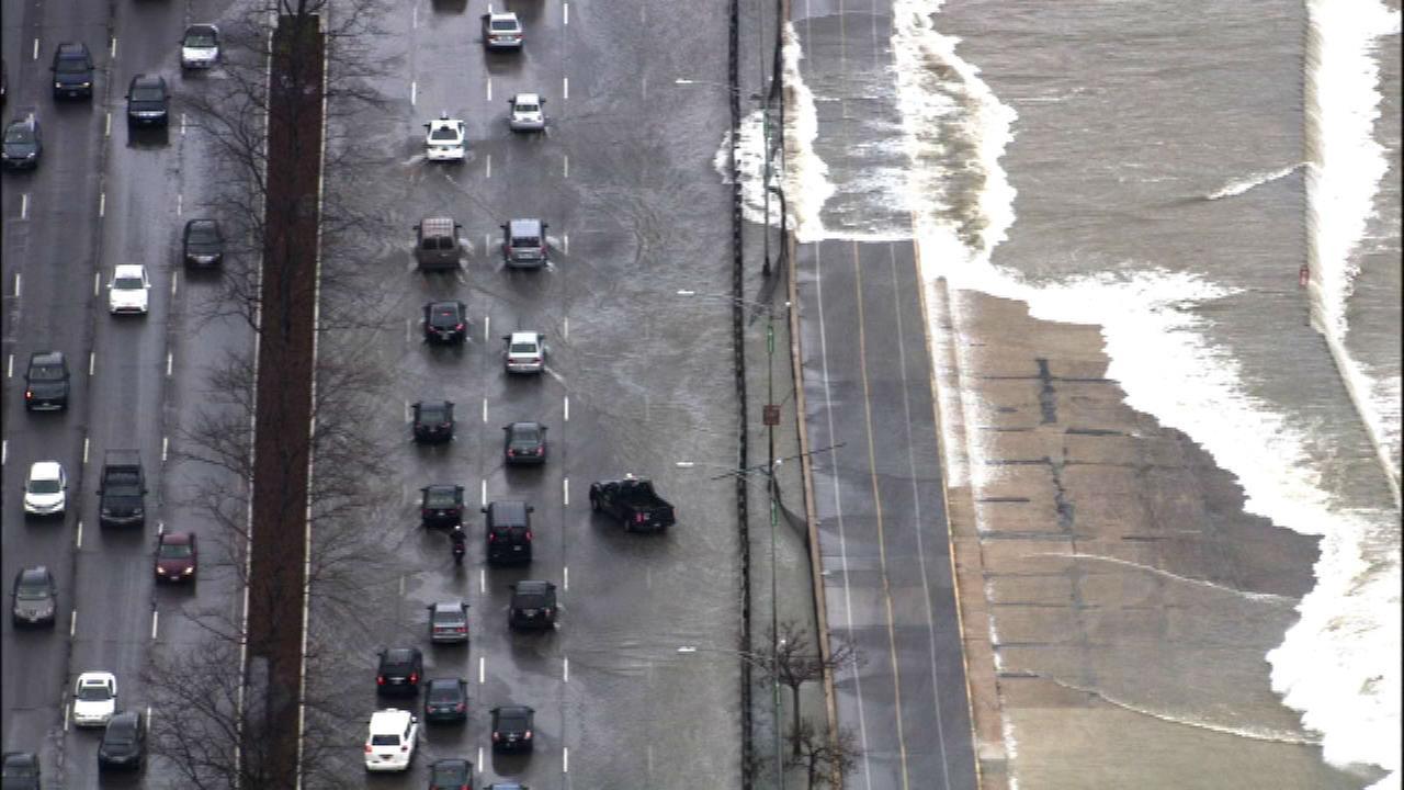 High waves close lanes on Lake Shore Drive