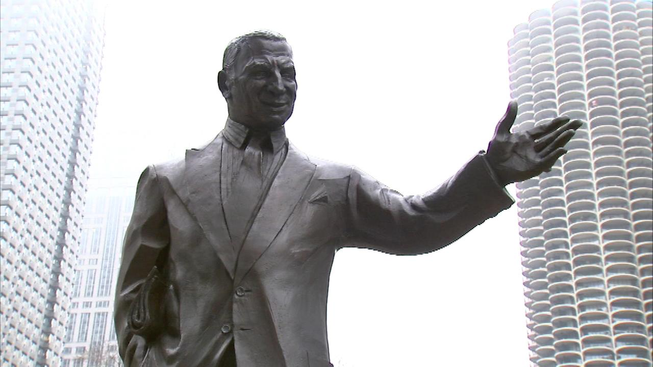 The statue of former Chicago Sun-Times columnist Irv Kupcinet is back in place.