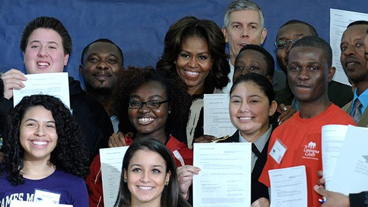 First lady Michelle Obama and Education Secretary Arne Duncan pose for a group photo with students Feb. 5, 2014, following a workshop to help students fill out the Free Application