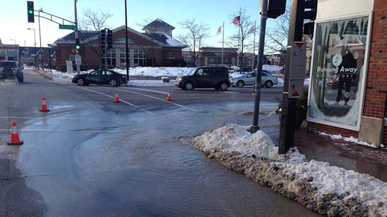 Deerfield water main break closes parts of Deerfield, Waukegan roads