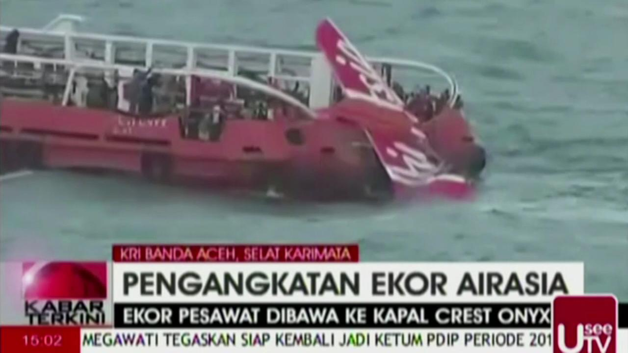 A tail section from the AirAsia plane that crashed into the Java Sea late last month, killing all 162 people on board, became the first major wreckage lifted off the ocean floor Sa